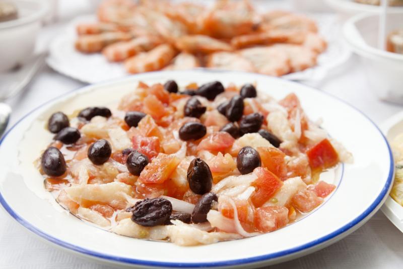 spain-food-spanish-catalan-esqueixada-salt-cod-salad-gettyimages-166075365